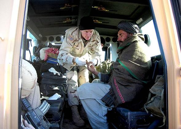 1024px oef mar10 2005 division flight surgeons honored in afghanistan01